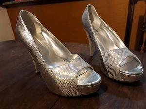 Vendo zapatos de fiesta plateados