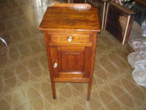 antigua mesa de luz de roble