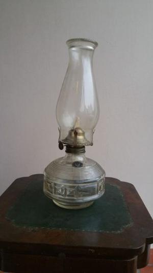Antigua lampara de vidrio con mecha