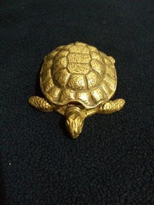 Cenicero Antiguo de bronce macizo figura de tortuga
