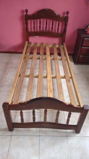 Vendo cama de algarrobo. 1 plaza