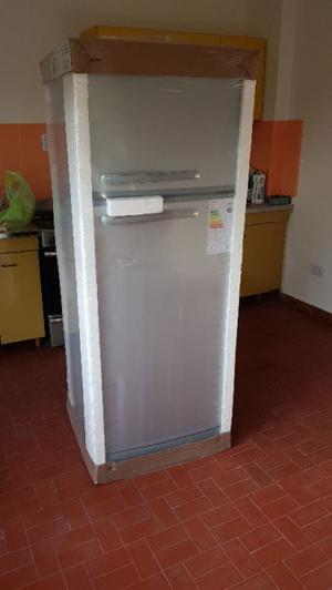 Heladera Peabody con freezer. 328 Lts. Acero Inoxidable.