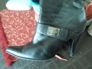 vendo hermosas botas ricky sarkany numero 39 de cuero poco
