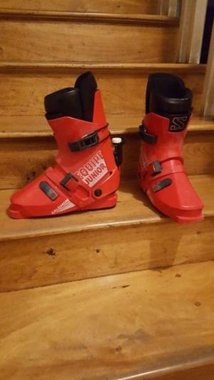 botas de esquì marca Salomon, junior, pie