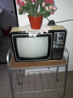 """VENDO HERMOSO TV A COLOR DE 14""""CON SU MESITA"""
