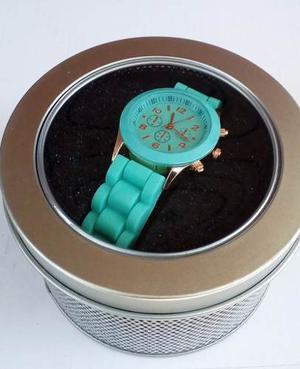 Reloj Pulsera Malla Silicona En Estuche De Lata Oferta