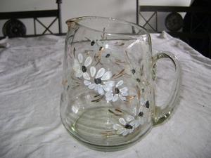 Jarra lechera de cerámica y Jarra de vidrio pintada