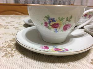 Lote de platos y tazas de porcelana Sajonia