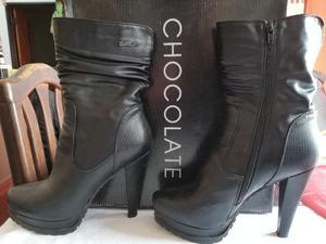 Botas de Cuero Negras marca Chocolate MUJER