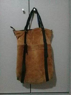 Vendo cartera de cuero marron.