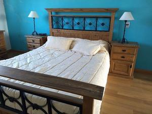 Vendo juego de dormitorio matrimonial - Madera maciza de
