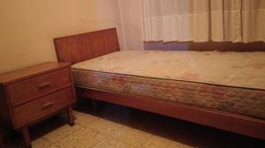 Vendo dos camas de una plaza de madera y mesa de luz