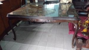 Antigua mesa de estilo en madera de cedro impecable