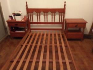Cama madera con 2 mesas de luz