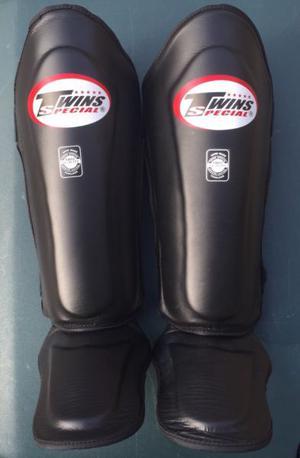 Tibiales twins Muay thai