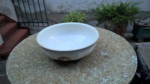 antigua fuente de ceramica