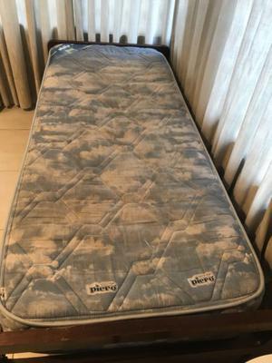 Cama con colchón de resortes