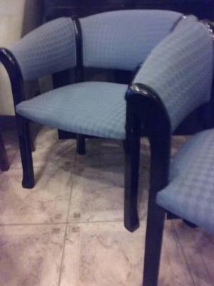 $  c/u sillones de elegante diseño y tapizado a