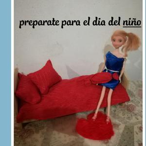 Cama para muñecas tipo Barbie con cubrecamas