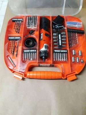 Kit Atornillador 110 Pz Maletin Black And Decker Fdx100