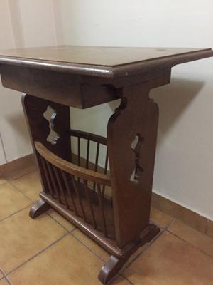 Mesa revistero antigua estilo inglés de roble con cajón