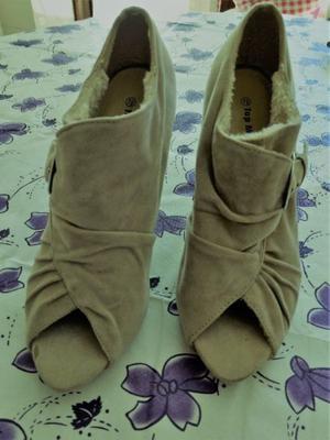 Zapatos de gamuza forrados en piel a estrenar, Nro 37,5,