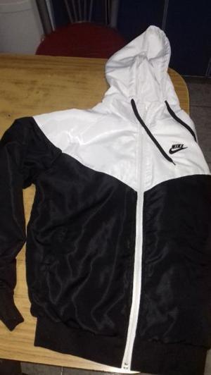Campera Nike de mujer