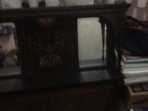 Repisa antigua con espejos