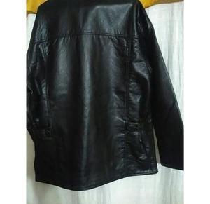 Saco cuero color negro forrado en piel