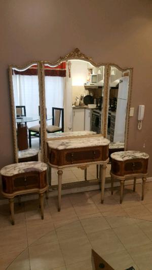hermoso vestidor antiguo con 2 mesitas de luz con marmol