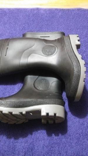 vendo botas de goma nuevas numero 37