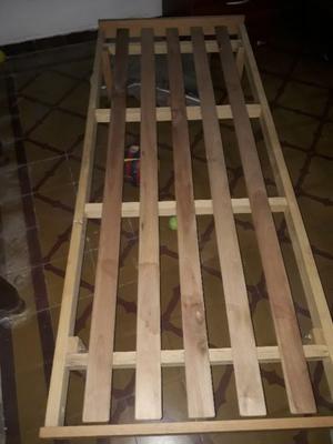 Cama turca de 1 plaza y colchón.