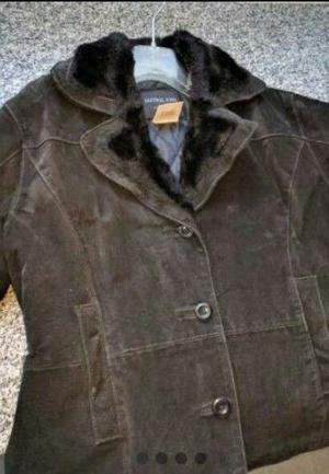 Campera de cuero negra con abrigo