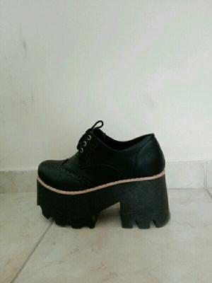 Zapatillas rosadas/ zapatos negros número 36 dos usos