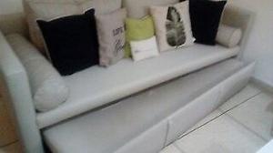 sofá cama 3 cuerpos moderno usado, muy lindo!!