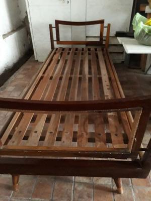 Cama antigua usada