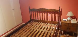Cama de madera con respaldo + colchón 2 plazas