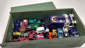 Lote 42 Autos Hot Wheels - Matchbox + Lanzador + 2 Pistas HW