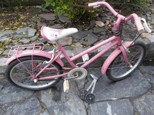 Bicicleta rodado 20 de nena, con canasto y rueditas.