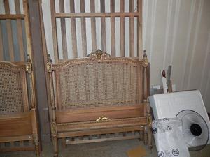 Vendo dos camas de 1 plaza en Estilo Francés y 1 mesa de