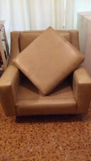 Vendo dos sillones de cuero de un cuerpo.