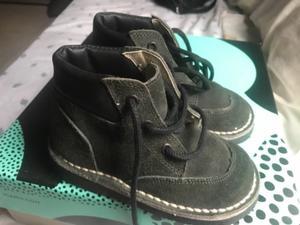 Vendo zapato tipo borcego para niño. Talle 25. Un uso!
