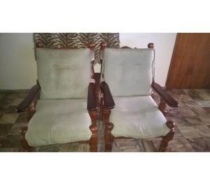 Dos sillones de algarrobo de un cuerpo