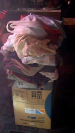 Vendo caja grande de ropa calzado y abrigo