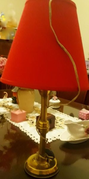 Vendo lámpara (sirve para mesa de luz y escritorio)