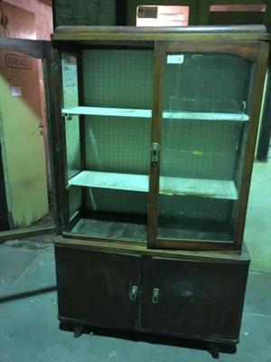 Mueble Antiguo para restaurar, en buen estado.