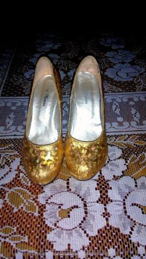 Zapatos de fiesta dorados talle 37