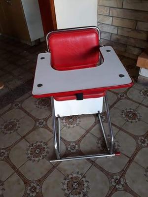 vendo silla para bebe de comer madera y metal, muy buen