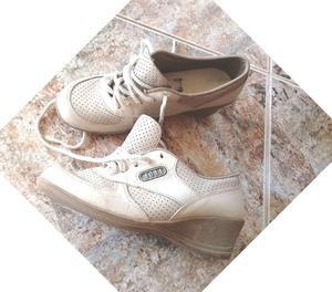 zapatilla de cuero y zapatos N* 36