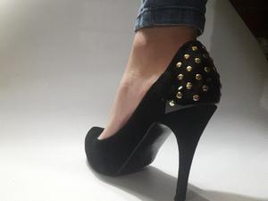 zapatos negros de gamuza